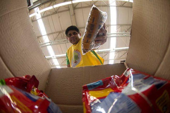 A estimativa é beneficiar 100 mil pessoas com alimentação por um período inicial de três meses (Foto: Marcelo Camargo/Agência Brasil)