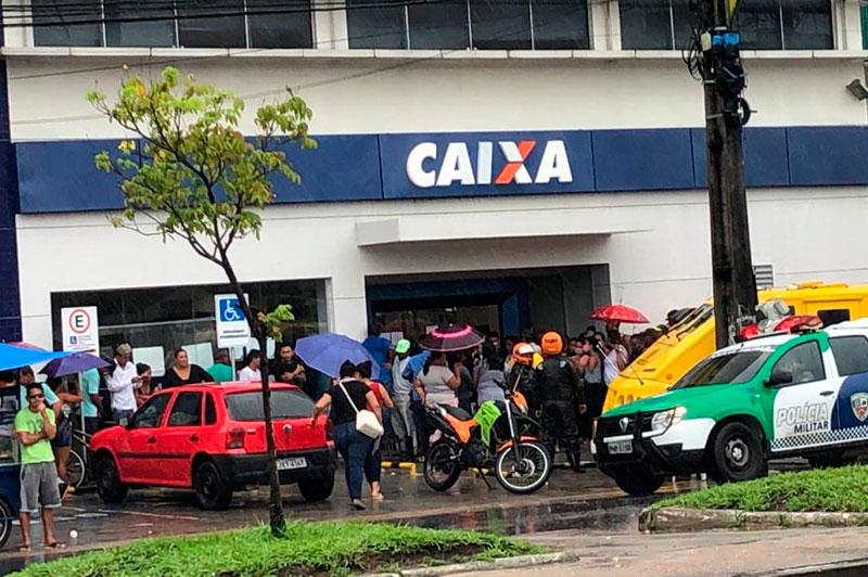 Caixa em Manaus aglomeração