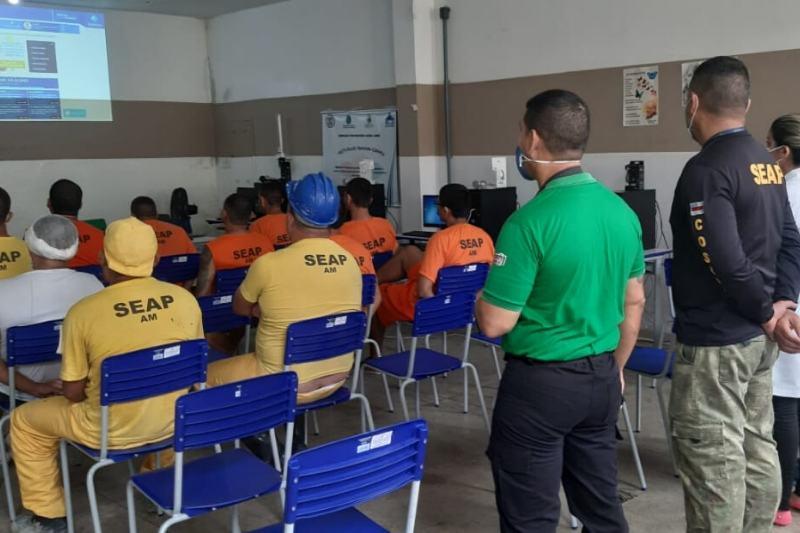 Presos iniciam cursos de ensino superior à distância no Compaj (Foto: Divulgação/Seap)