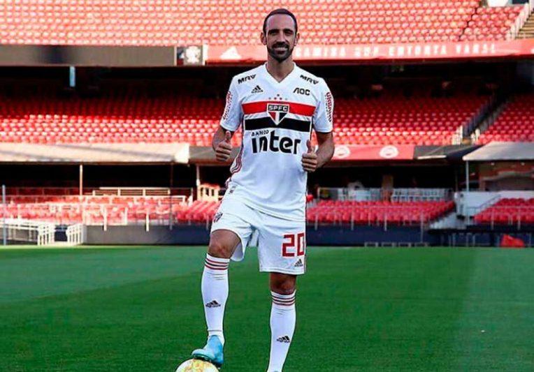 A avaliação interna é positiva em relação ao desempenho de Juanfran (Foto: Rubens Chiri/saopaulofc.net)