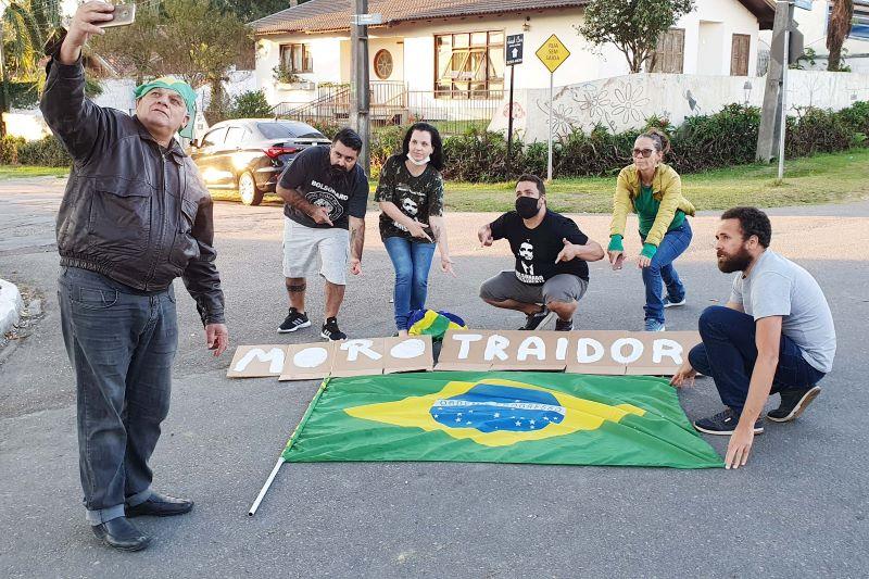 Apoiadores de Bolsonaro protestam contra Moro