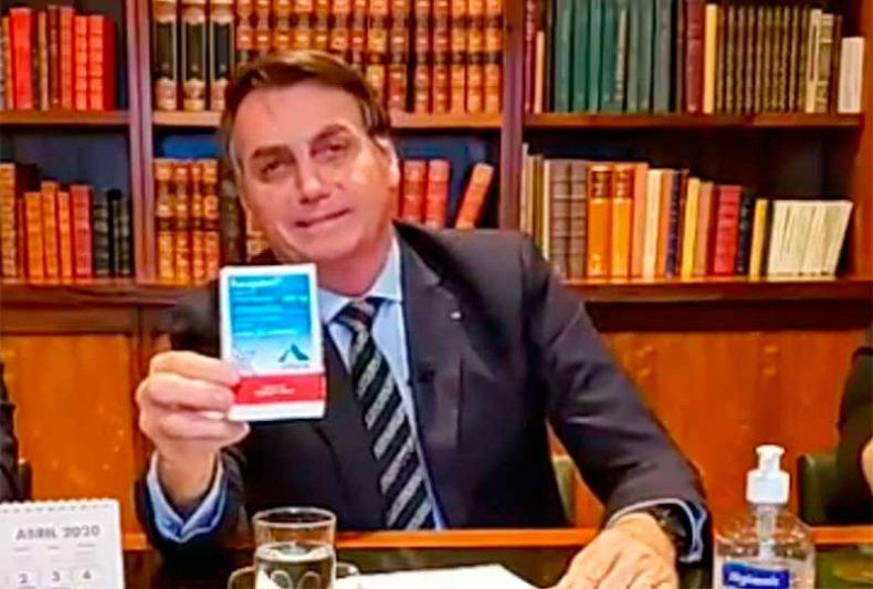 Governo de Jair Bolsonaro publicou novo protocolo para uso de cloroquina, ampliando sua possibilidade de aplicação também para pacientes com sintomas leve (Foto: Facebook/Reprodução)