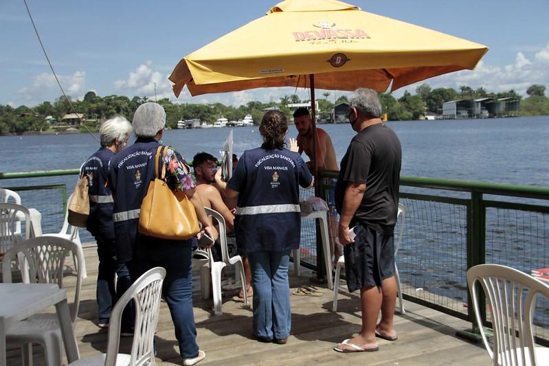 Visa Manaus fiscaliza flutuantes