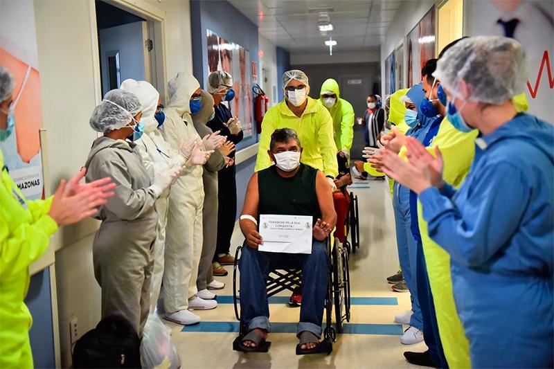 Pacientes de covid-19 tem alta
