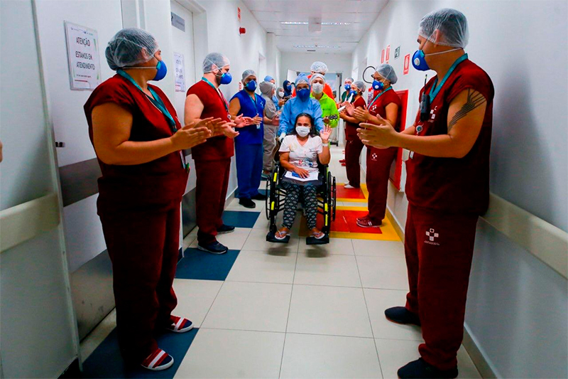 Covid-19 paciente recebe alta no Delphina Aziz