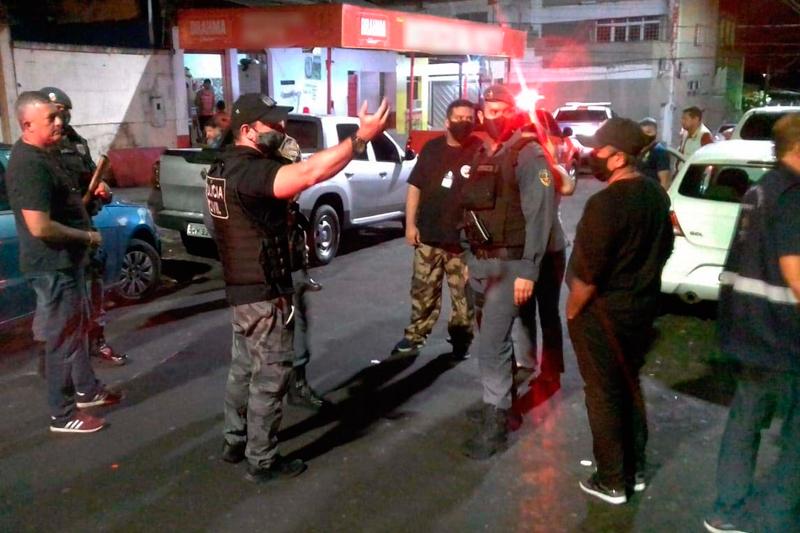 Polícia realiza operação para fiscalizar bares
