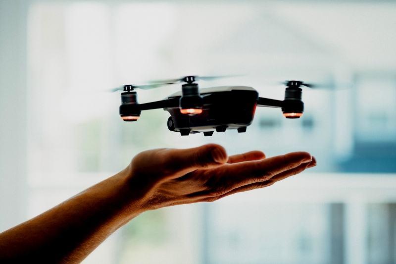 Em curso on-line e gratuito, especialistas ensinam a utilizar drone em diferentes modelos de negócio (Foto: Dose Media/Unsplash)