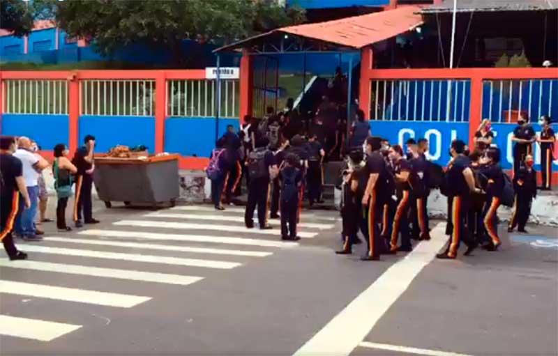 Alunos do Colégio da Polícia Militar em Manaus - Foto Facebook-Reprodução