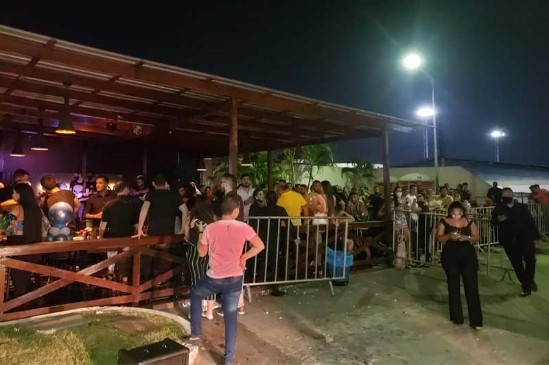 Bar é fechado em Manaus