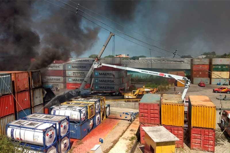 Bombeiros incêndio no Porto Chibatão - oto Bombeiros