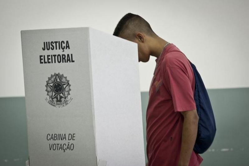 Eleitor em votação