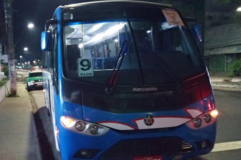 ônibus assaltado