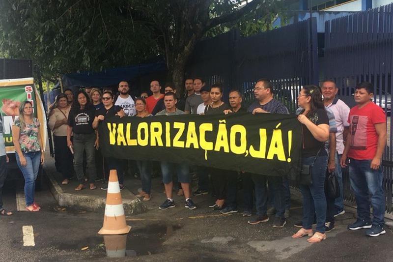 protesto de professores em manaus