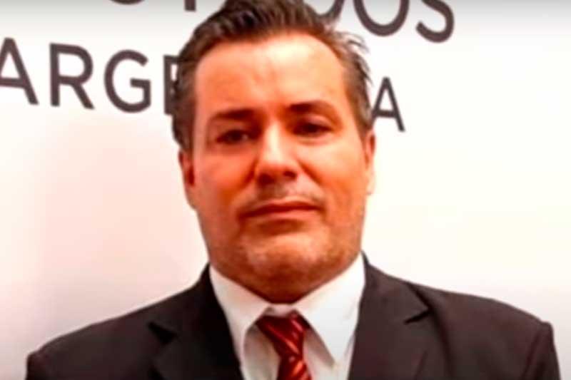 Deputado argentino Juan Emilio Ameri renunciou após cena erótica (Foto: YouTube/Reprodução)