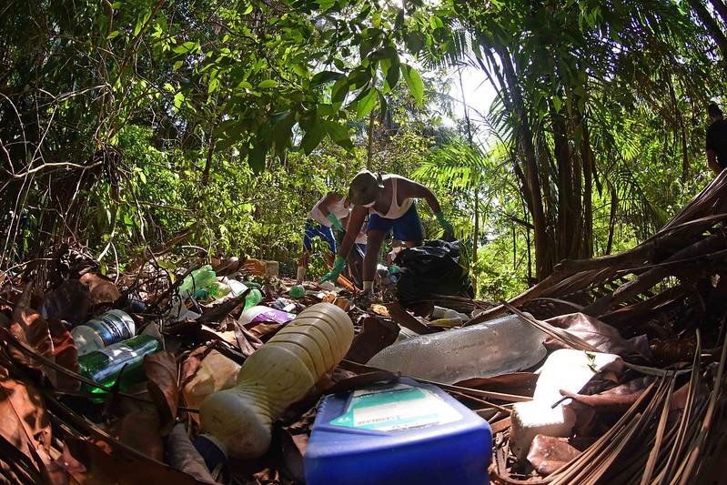 Lixo no Igarapé do Mindu