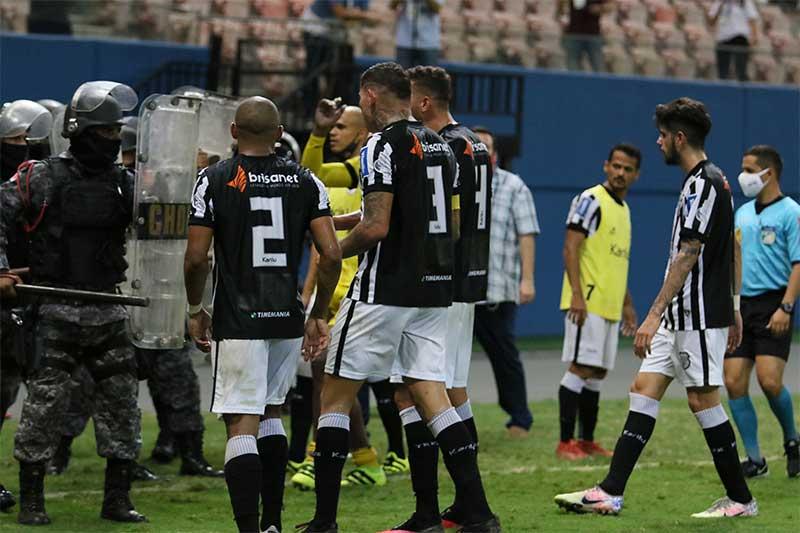Jogadores do Treze brigaram com policiais militares Foto Leanderson Lima-Manaus-FC