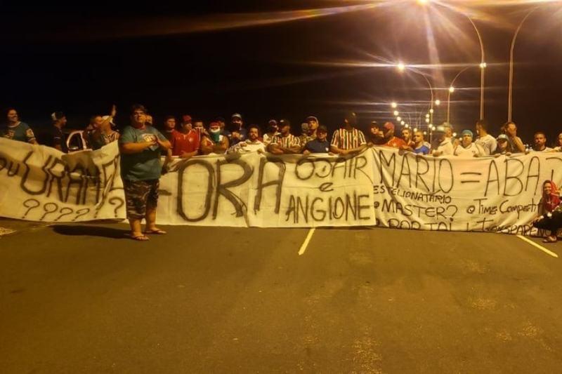 Torcida Fluminense protesto