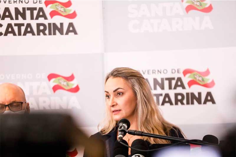 Daniela Reinehr tomou posse nesta quarta (Foto: YouTube G1/Reprodução)