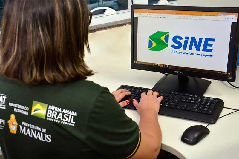 Sine Manaus recebe currículos por e-mail (Foto: Márcio James/Semcom)