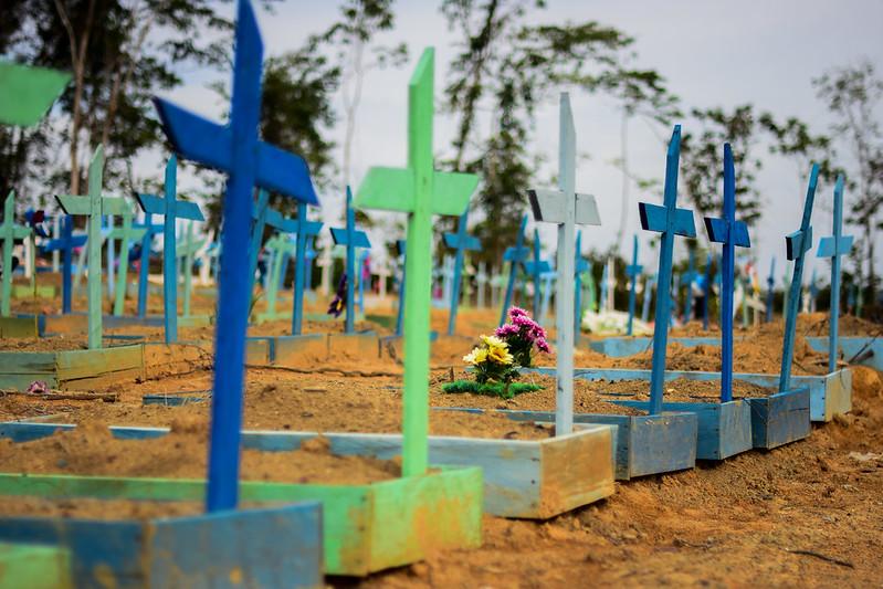Enterros em Manaus