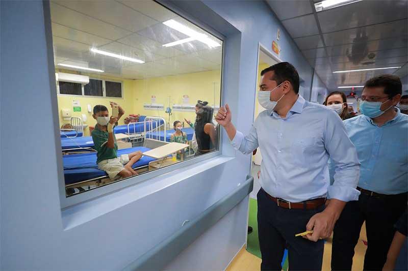 Governador Wilson Lima visitou hospital (Foto: Diego peres/Secom)