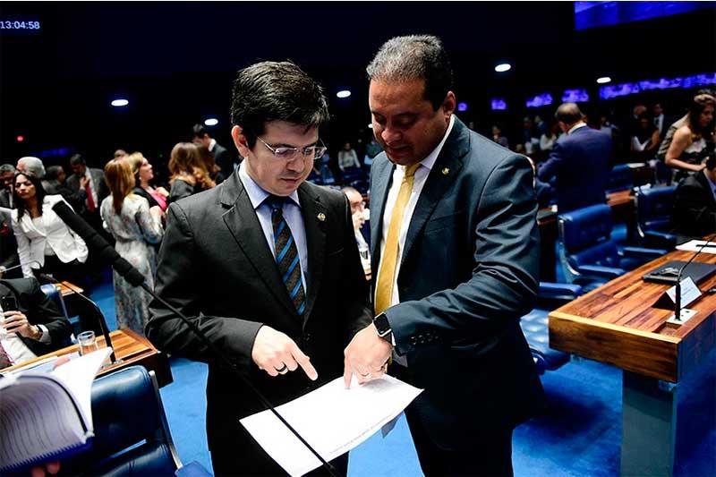 Senador Randolfe Rodrigues entrou no STF com ação contra o governo (Foto: Pedro França/Agência Senado)
