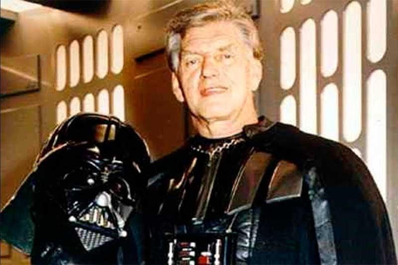 Ator David Prowse foi o primeiro Darth Vader (Foto: YouTube/Reprodução)