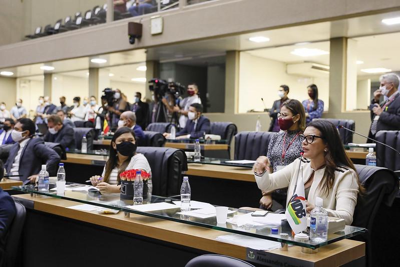 Alessandra Campelo e Joana Darc, deputados estaduais como pano de fundo