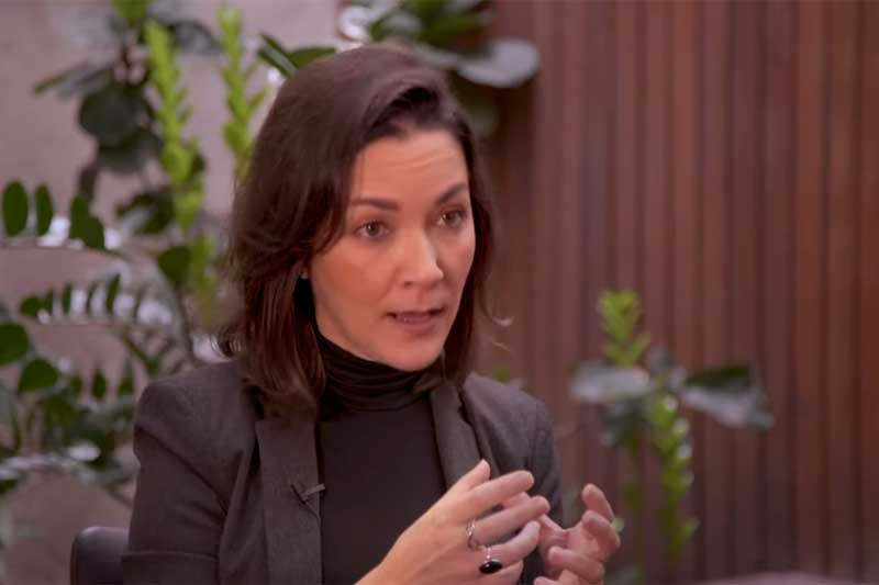 Ativista Ilona Szabó lança livro sobre a democracia (Foto: YouTube/Reprodução)