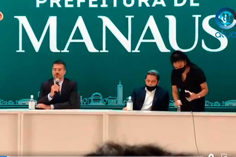 Procuradores Rafael Albuquerque e Tadeu Souza em entrevista coletiva (Foto: Facebook/Reprodução)
