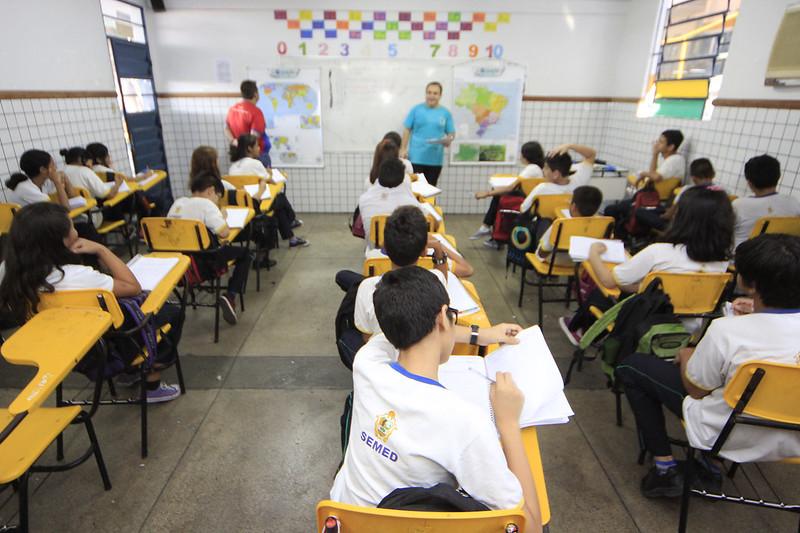 professor na sala de aula