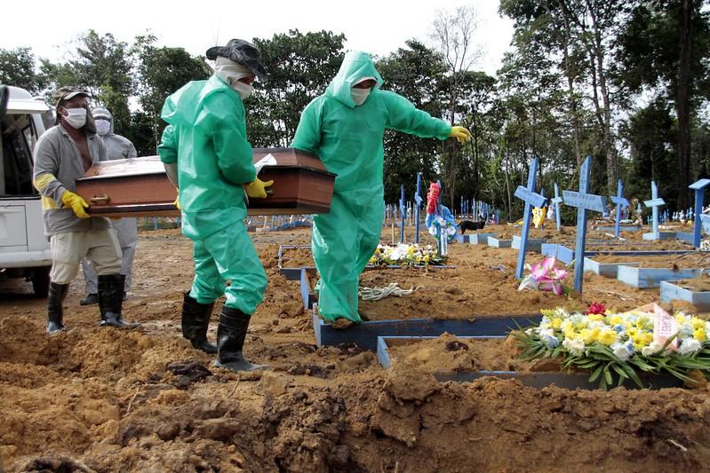 Sepultamento em cemitério de Manaus