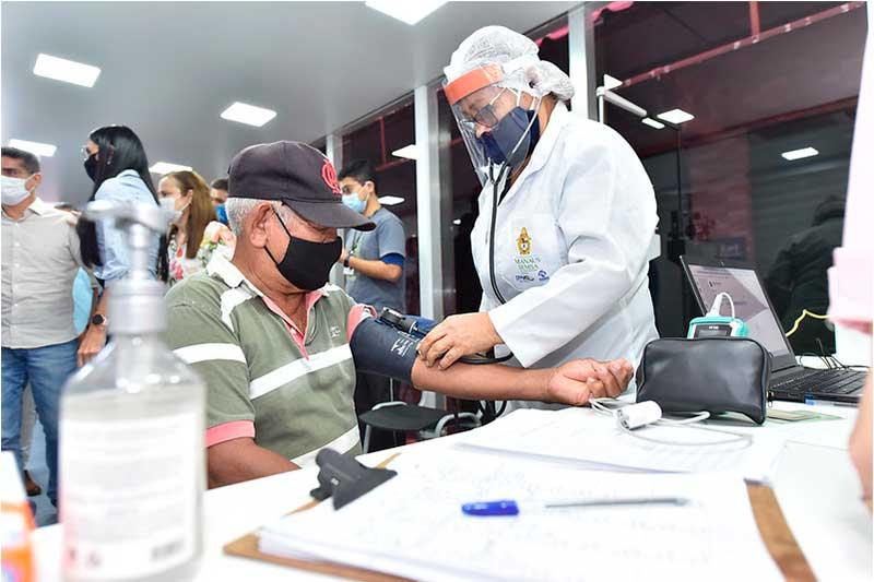 Atendimento em UBS móvel começou nesta terça (Foto: Dhyeizo Lemos/Semcom)