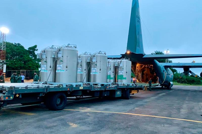 Avião da FAB com oxigênio para Manaus