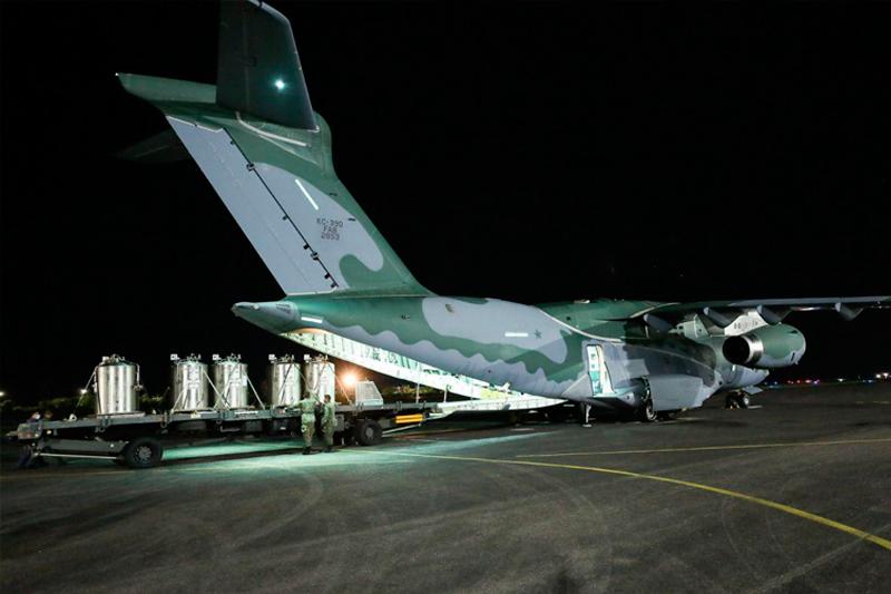 Avião da FAB transporta oxigênio