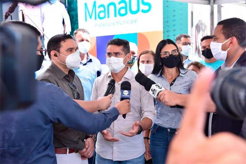 David Almeida anuncia auxílio manauara (Foto: Dhyeizo Lemos/Semcom)