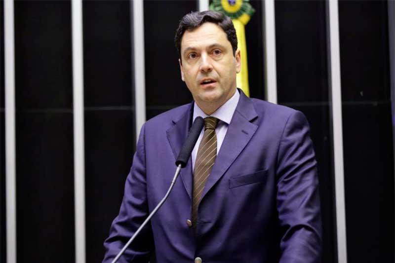 Deputado Luiz Philippe de Orleans e Bragança defende lei específica (Foto: Michel Jesus/Agência Câmara)
