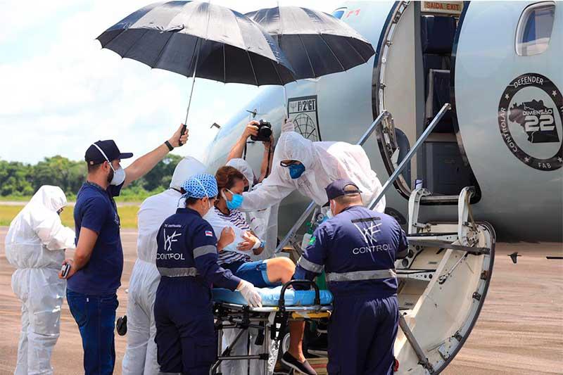 Embarque de paciente em avião da FAB: tratamento no Maranhão (Foto: Arthur Castro/Secom)