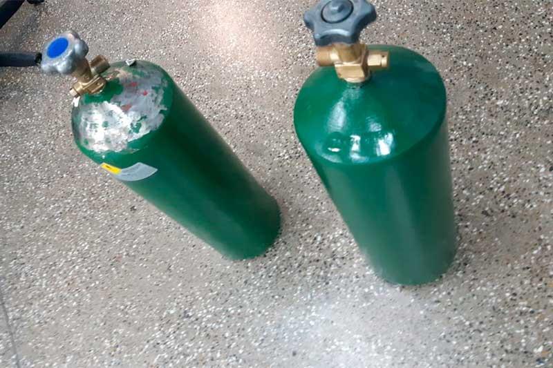 Extintores eram vendidos como cilindros de oxigênio (Foto: SSP-AM/Divulgação)