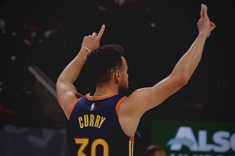 Stephen Curry alcançou marca histórica em partida entre Golden State Warriors contra o Utah Jazz (Foto: Reprodução/Instagram/@stephencurry30 )