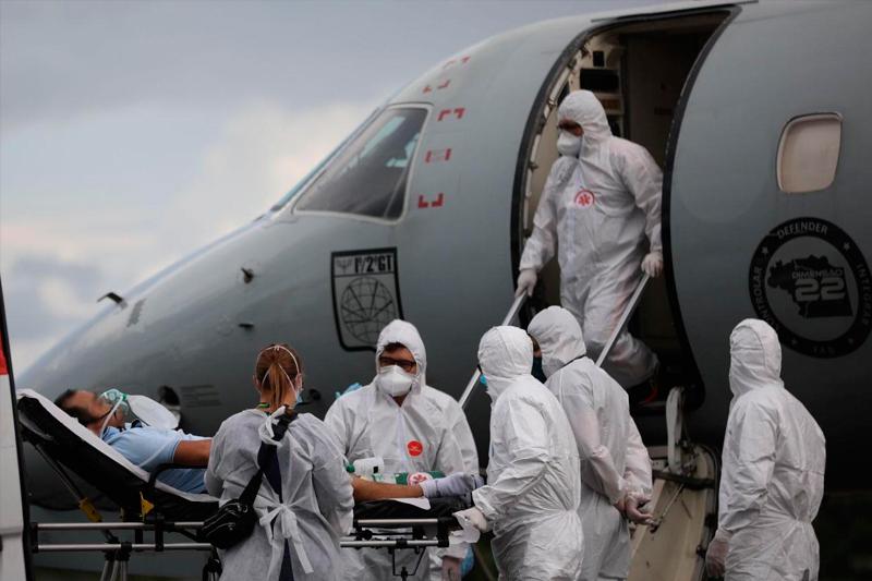 Pacientes com Covid-19 são transferidos
