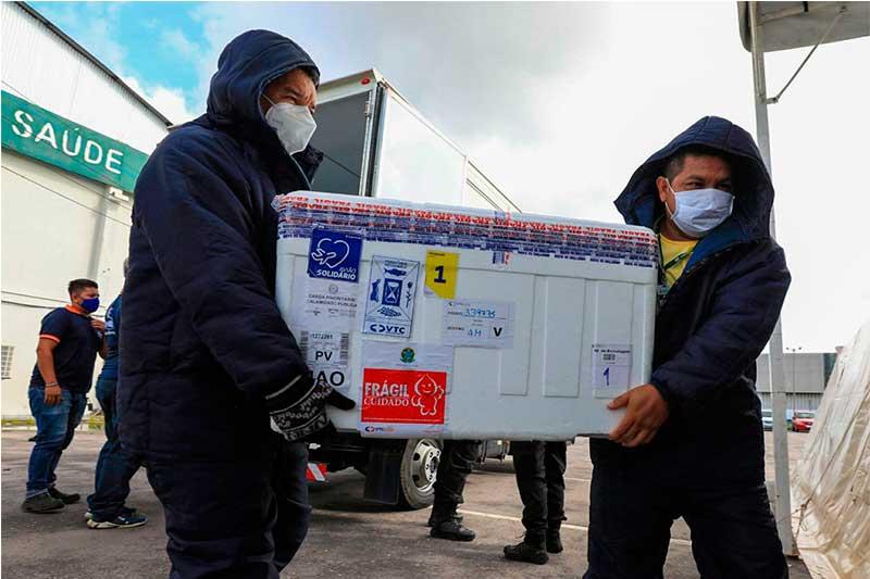 Recebimento de caixa com vacina Coronavac (Foto: Arthur Castro/Secom)