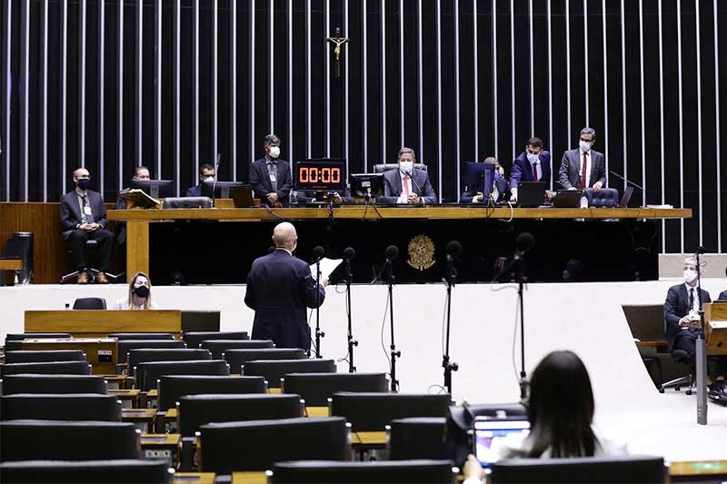 Arthur Lira (centro) sofreu derrota em sessão híbrida da Câmara Najara Araujo/Câmara dos Deputados)
