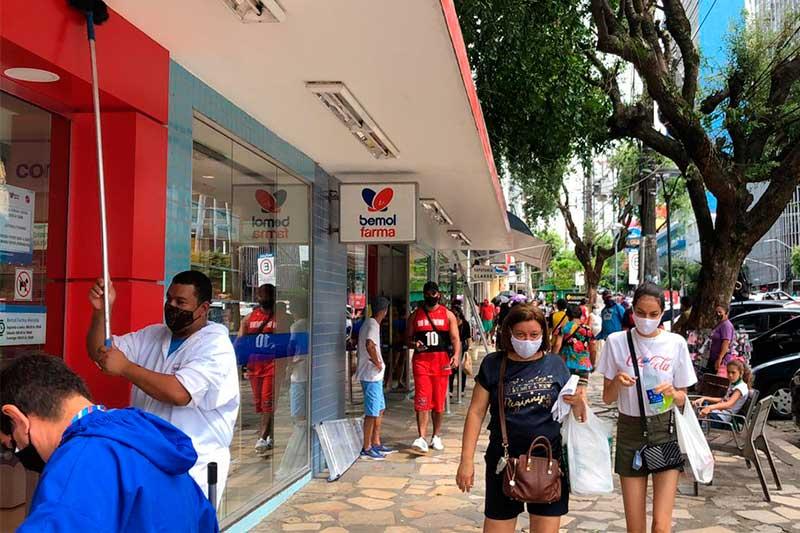 Calçadão da Avenida Eduardo Ribeiro: rotina de público (Foto: Murilo Rodrigues/ATUAL)