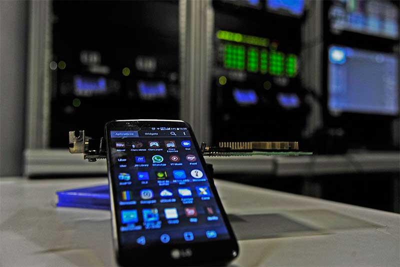 Celular com tecnologia 5G: sistema ainda não chegou ao Brasil (Foto: Marcello Casal Jr/ABr)