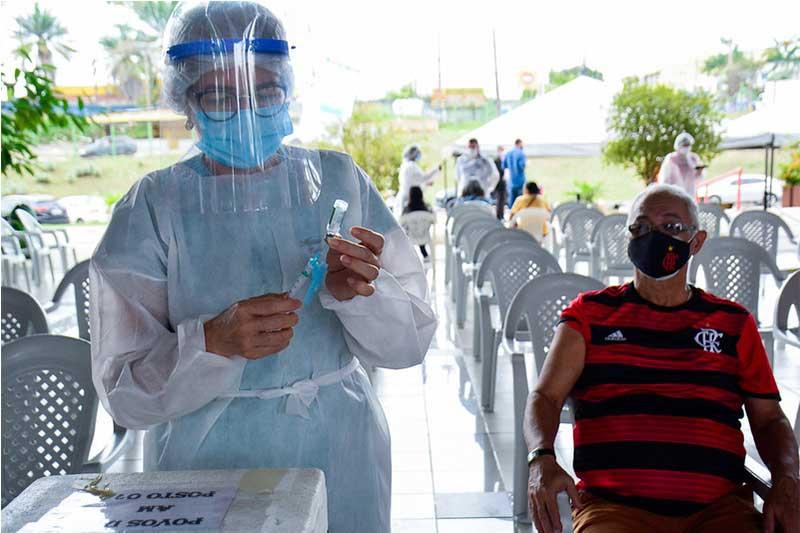 Idoso espera para receber vacina contra a Covi-19 (Foto: Valdo Leão/PMM-Semcom)