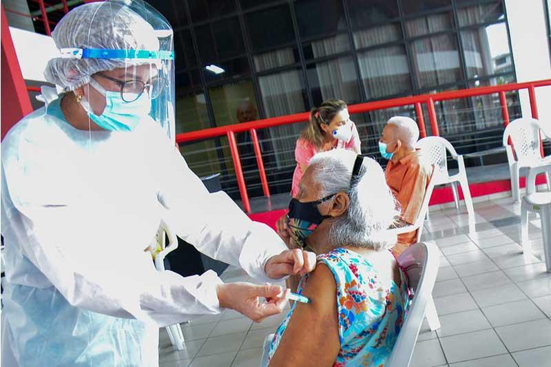 Idosos são prioridade na vacinação (Foto: Valdo Leão/PMM/Semcom)