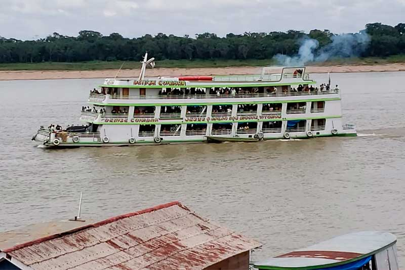 Viagens de passageiros em barcos está proibida no Amazonas (Foto: Leonardo Mattedi/Acervo pessoal)