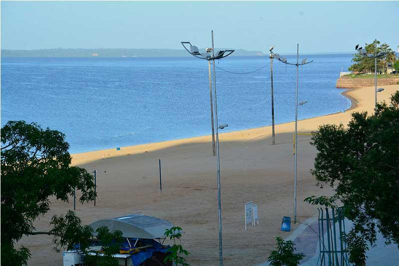 Acesso a praia da Ponta Negra continua proibido (Foto: Márcio James/PMM Semcom)