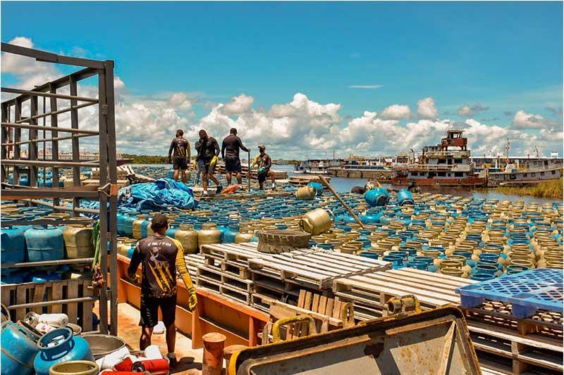 Botijas de gás foram apreendidas em Manaus (Foto: Erlon Rodrigues/SS-AM)